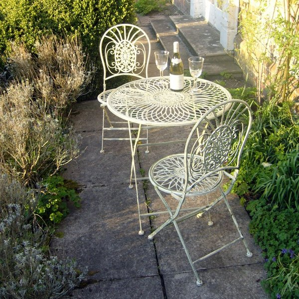 abbey cream metal bistro tea table and 2 chairs homegenies