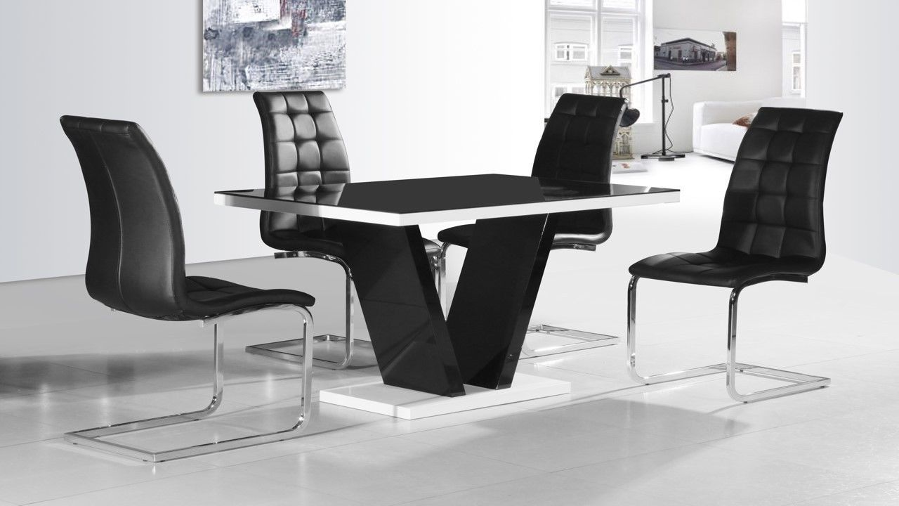 Black glass high gloss dining table and 4 chairs homegenies for Dining room table and 4 chairs