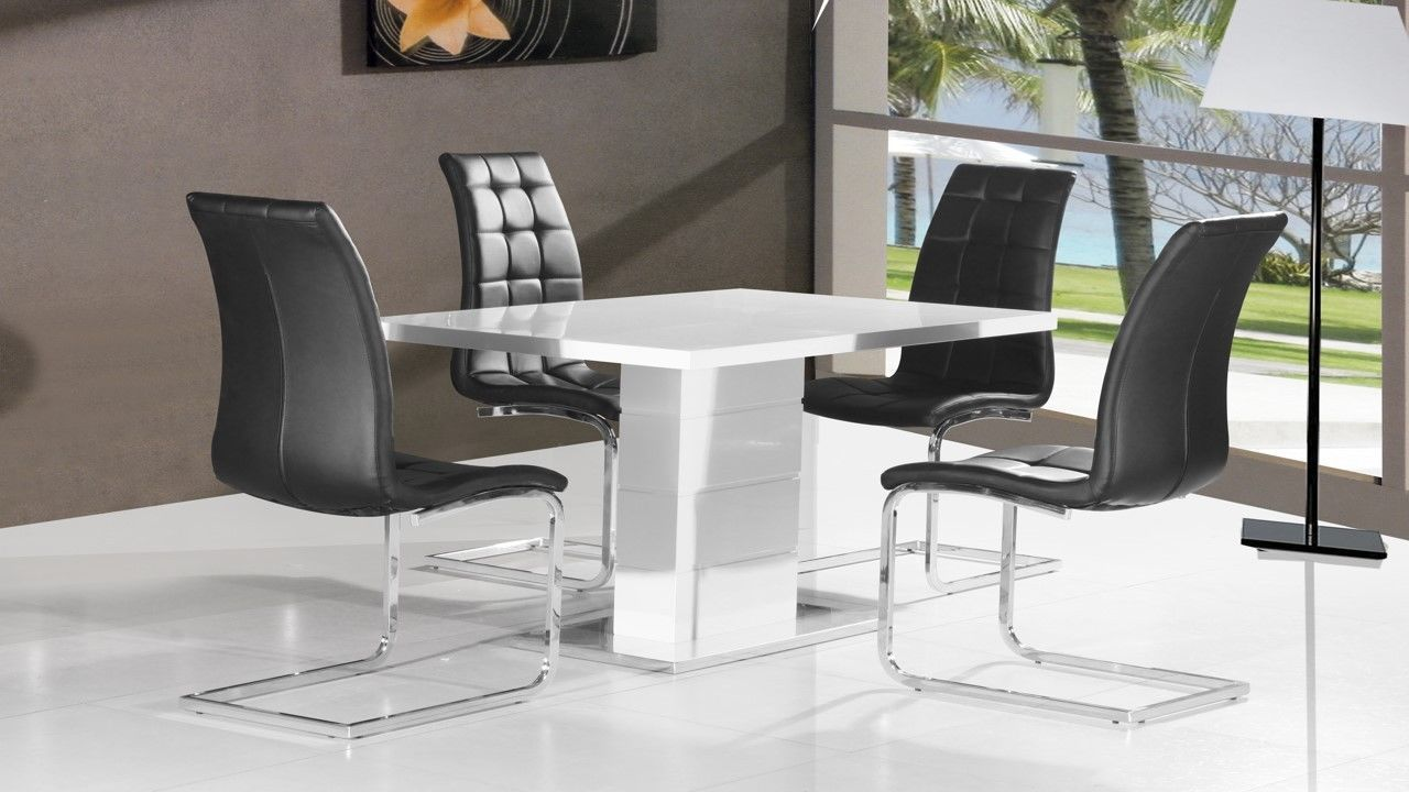Pure white high gloss dining table 4 black chairs for White dining table and 4 chairs