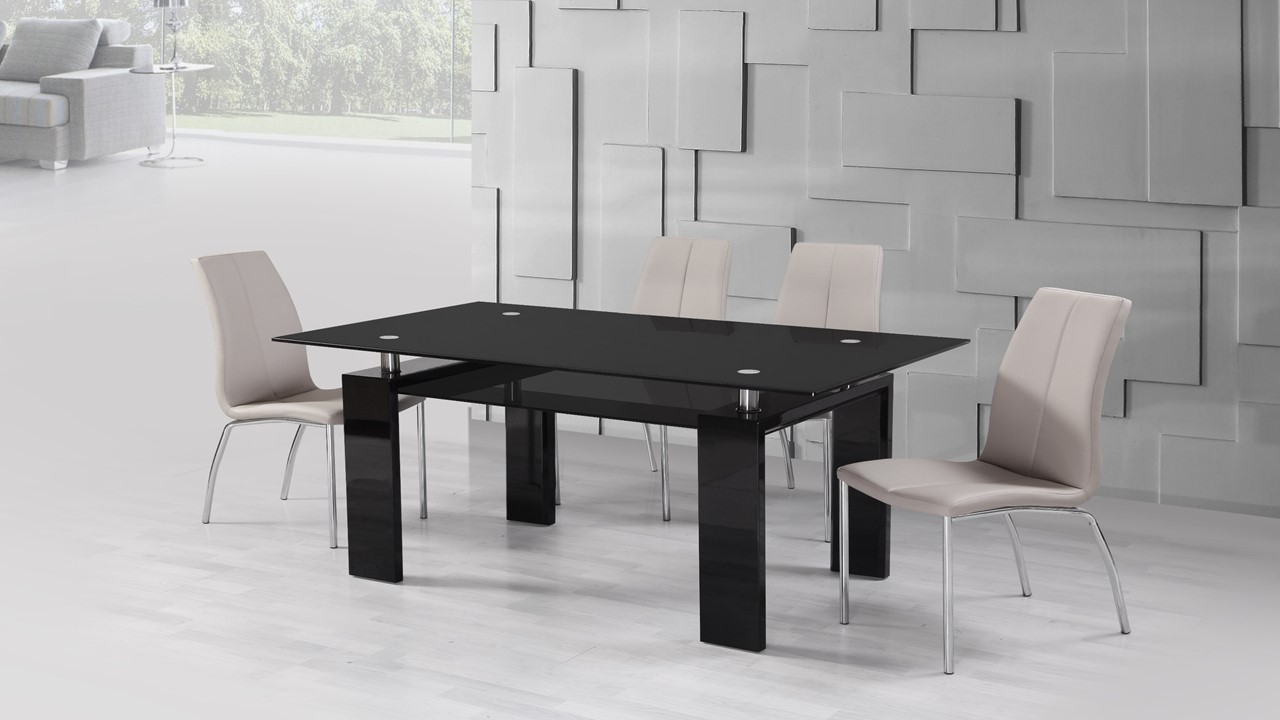 Black glass high gloss dining table and 6 mink grey chairs for Black glass dining table