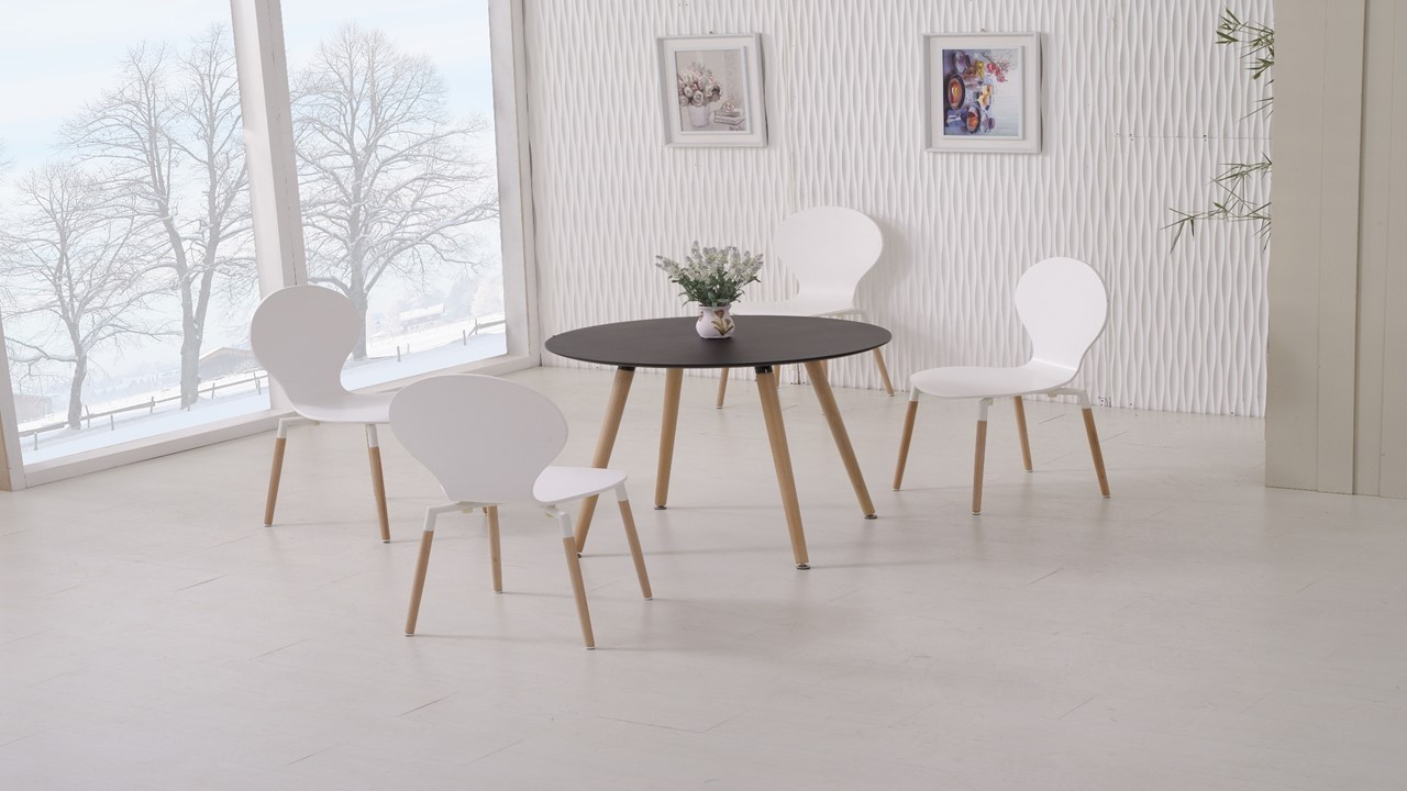 Round wooden black dining table and 4 white chairs for Wood round dining table for 4