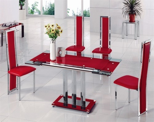 Red glass extending dining room table and 4 chairs for Red dining room table and chairs