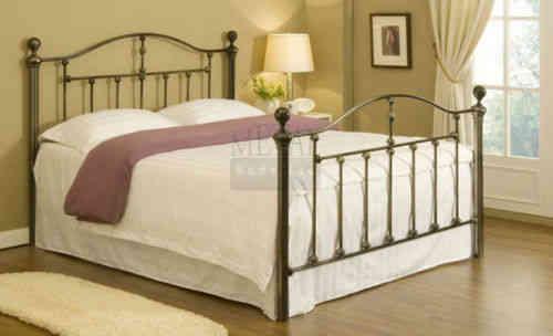 Black double metal 4'6 bed frame with slats
