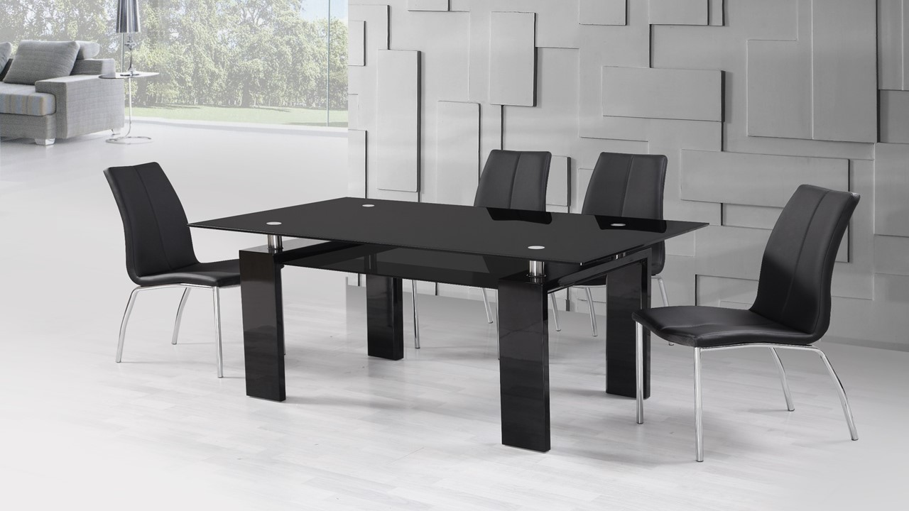 Black high gloss glass dining table and 4 black dining chairs for Black dining table