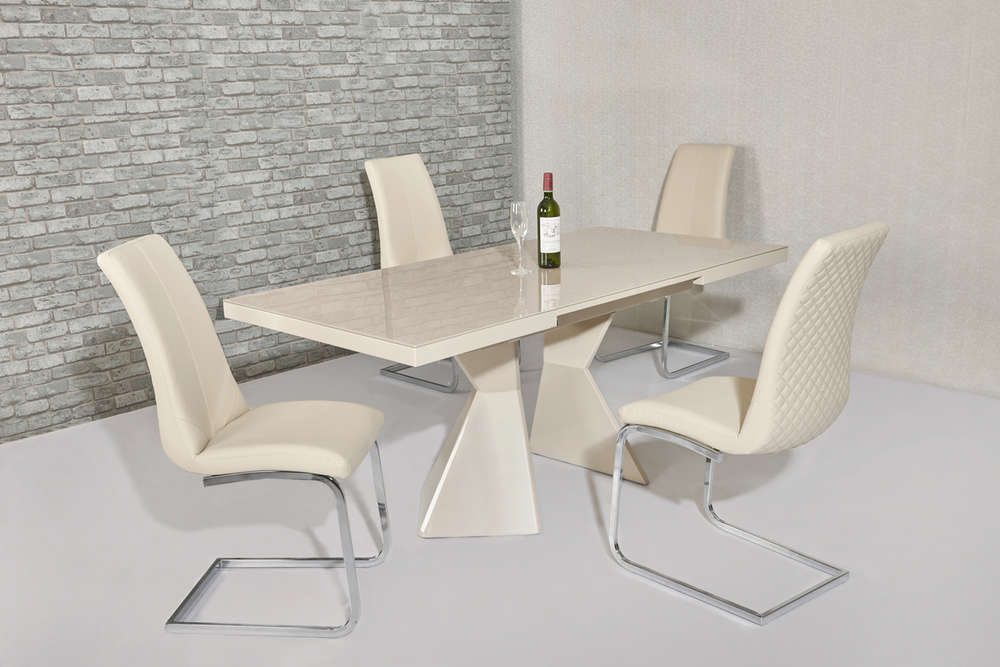 Magnificent Extending Cream Glass High Gloss Dining Table And 4 Cream Chairs Download Free Architecture Designs Viewormadebymaigaardcom