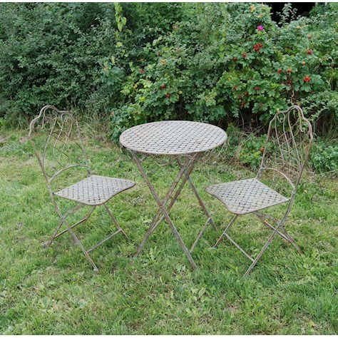 Green rusty metal bistro table and chair set